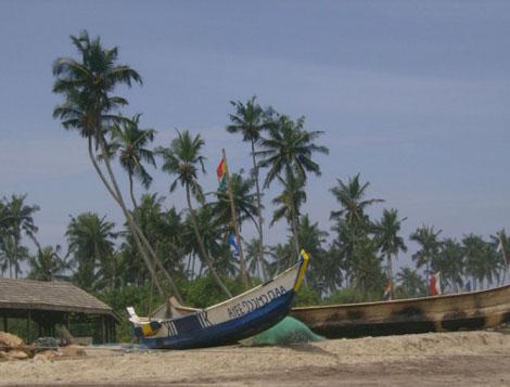 Krokrobitey Beach - typisches Fischerboot