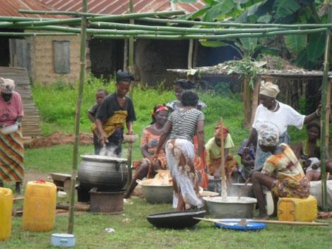 Frauen kochen