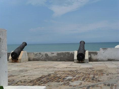 Cape Coast Castle mit Blick auf das Meer