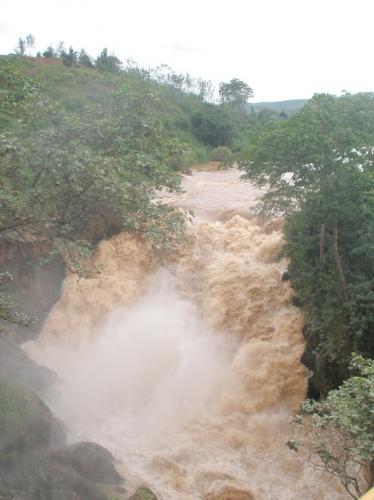 Rusumu Wasserfall am Grenzübergang