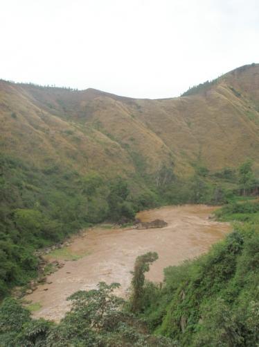 Fluss am Grenzübergang
