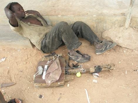 Obdachloser mit Gitarre