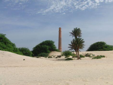 Kapverden Boa Vista Strand Ziegelei Schornstein